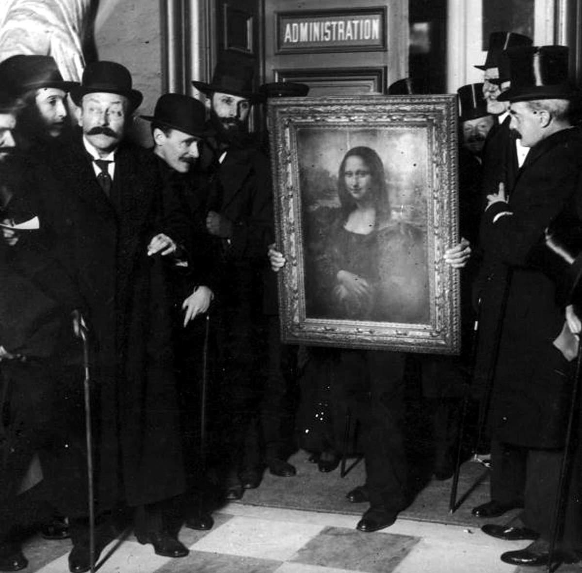 """الموناليزا لوحة حيرت العالم.. سر """"السيدة المبتسمة"""" وتفاصيل سرقتها من اللوفر  - بوابة فيتو"""